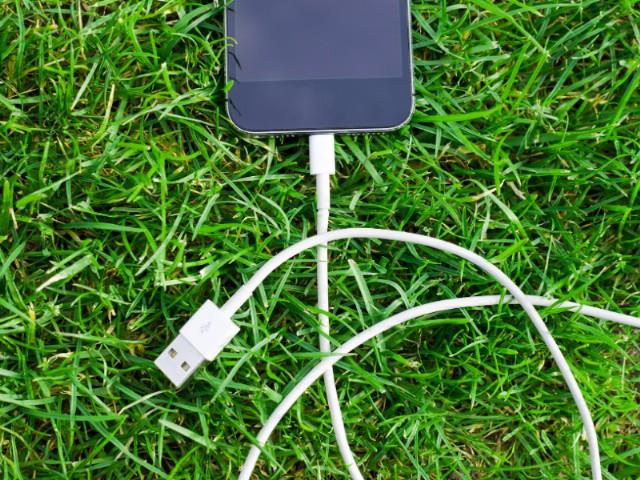 Yeşil telekomünikasyonun temel amacı, özellikle cep telefonlarının bir parçası olan radyo temelli mobil telekomünikasyon sistemlerinin, performans ve kalitesinden bir ödün vermeksizin, çok daha az enerji ile çalışabilmelerini sağlayacak yeni teknik ve teknolojilerin geliştirilmesidir.