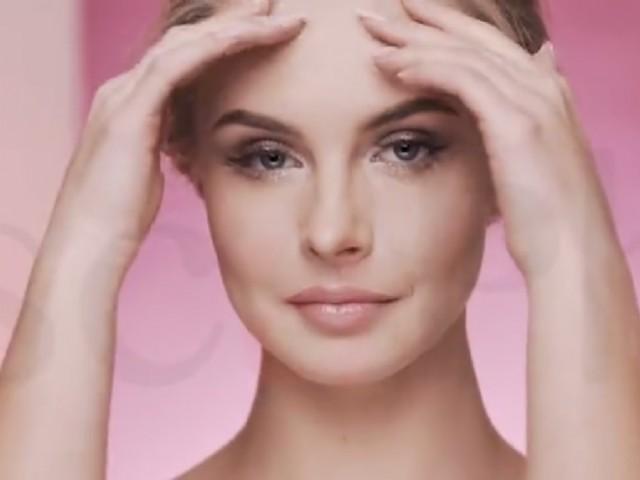 Dilek Çağlayan Değirmenci: Uyku cildin yenilenmesi için en önemli adımlardan biridir. Her gün en az 7-8 saat uyuyarak cildinizin yenilenmesine fırsat verebilirsiniz. Tüm bu bakım önerilerinin yanında cilt sağlığınız için yeterli oranda su içmeyi ihmal etmemelisiniz.